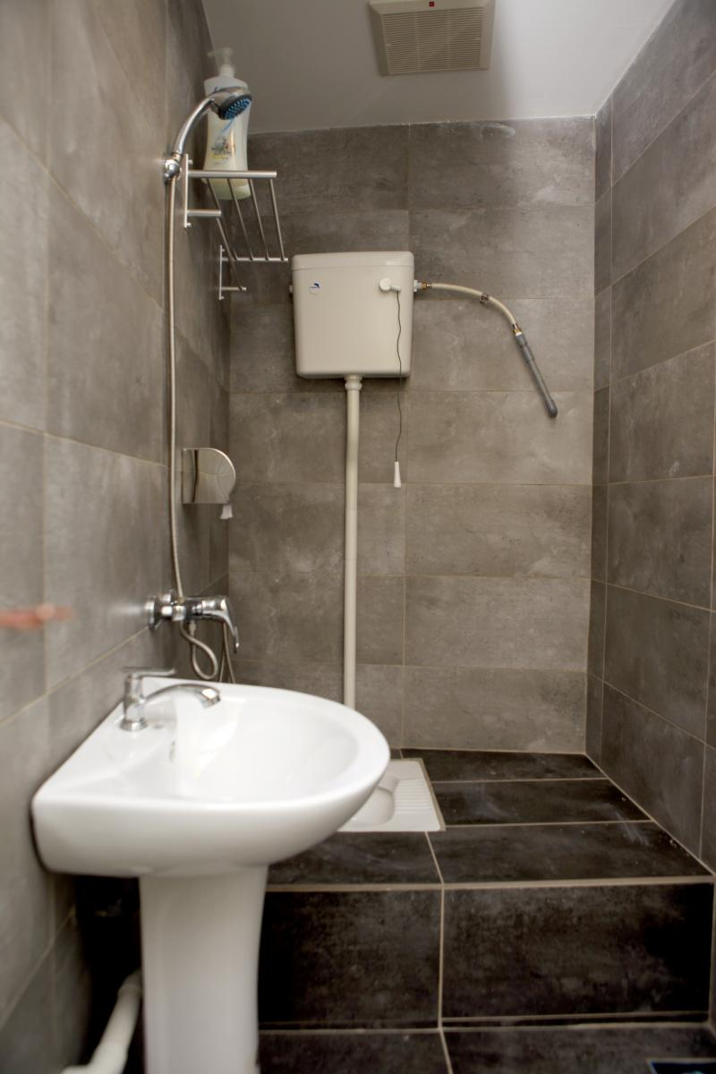 toilet1 (shared bathroom)